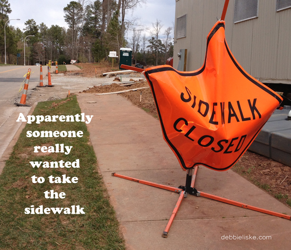 sidewalksign600